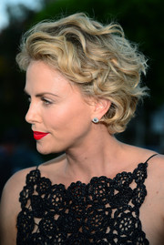 Charlize Theron topped off her look with a vibrant red lip color.