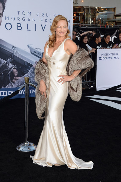 Zoe Bell looked totally retro-glam when she opted for a satin mermaid gown, which she paired with a fur shoulder wrap.