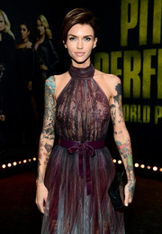 Ruby Rose paired a black box clutch with a gorgeous ombre dress for the premiere of 'Pitch Perfect 3.'