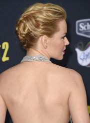 Elizabeth Banks pulled her hair back into a glamorous bobby-pinned updo for the premiere of 'Pitch Perfect 2.'