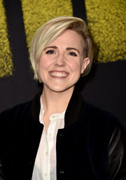 Hannah Hart attended the premiere of 'Pitch Perfect 3' wearing her hair in a short side-parted style.