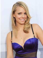 Jessica Barth wore a delicate teardrop necklace with her violet corset dress.