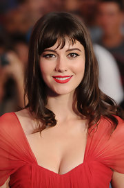 Mary Elizabeth Winstead was all glamour at 'The Thing' premiere. She paired her classic red lips with swoops of eye-defining black liquid liner.