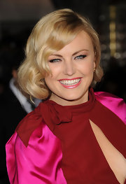 Malin Akerman wore her flaxen tresses in a romantic wavy faux bob at the premiere of 'Wanderlust.'