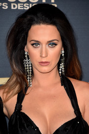 Katy Perry sealed off her look with an eye-catching pair of crystal chandelier earrings.