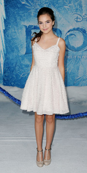 Bailee Madison looked darling in a white fit-and-flare dress during the premiere of 'Frozen.'