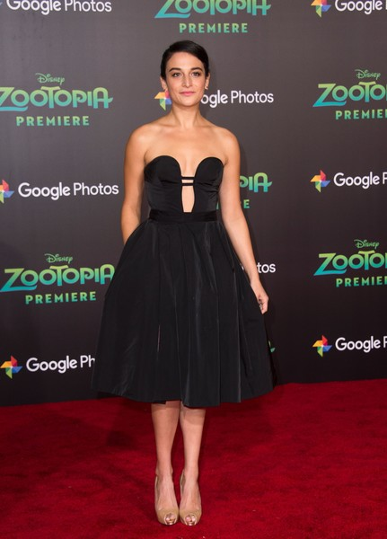 Jenny Slate's strapless black fit-and-flare dress at the 'Zootopia' premiere was a perfect mix of sweet and sexy!