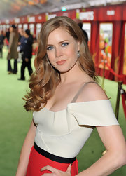 Amy Adams wore her shiny copper locks in long spiral curls at the premiere of 'The Muppets.'