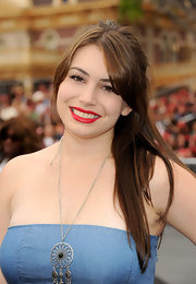 Sophie Simmons had her tresses tied half-up at a movie premiere.