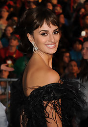 Penelope Cruz pulled her hair up in a high ponytail that was full of bouncy curls.
