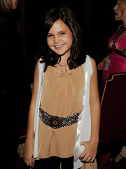 Bailee Madison added a thick woven belt to her plain ensemble.