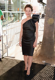 Lili Taylor stunned in a classic LBD that featured a bold ruffle detail on the shoulder.