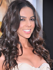 Terri Seymour styled her radiant brunette tresses into soft curls for the premeire of 'The Hangover 2.'
