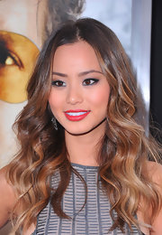 Jaime Chung vamped up her gorgeous look with a dash of radiant red lipstick.