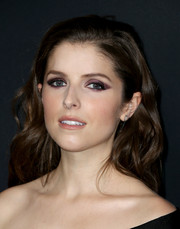 For her beauty look, Anna Kendrick went the edgy route with a smoky purple eye.