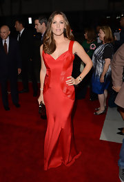 Jennifer has been on a red gown kick! Check out this gorgeous design she wore to the 'Argo' premiere!