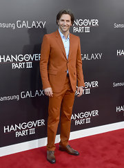 Bradley Cooper proved that men don't have to stick to black or blue on the red carpet, when he wore this burnt orange suit.