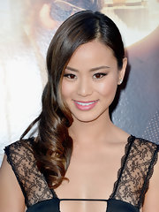 Jamie Chung opted for a classic elegance when she wore her hair parted to the side and styled into a thick curl.