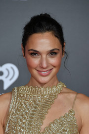 Gal Gadot sported a mildly messy bun at the premiere of 'Justice League.'