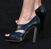 Calista Flockhart played it safe with these black leather pumps.