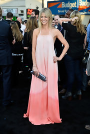 Kaitlin Olson looked pretty in pink at the 'Pacific Rim' premiere where she sported a free-flowing, ombre pink gown.