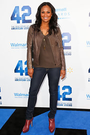 Laila Ali chose a brown leather jacket to pair with her skinny jeans for a cool and edgy red carpet look.