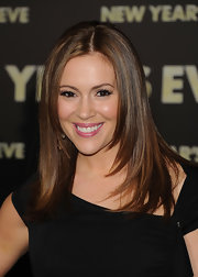 Alyssa Milano wore her hair long and sleek with tons of shine at the premiere of 'New Year's Eve.'