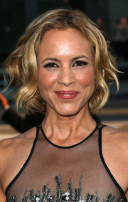 Maria Bello looked gorgeous with her short wavy 'do at the premiere of 'Prisoners.'
