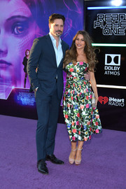 Sofia Vergara opted for an ultra-feminine strapless floral dress by Oscar de la Renta when she attended the premiere of 'Ready Player One.'