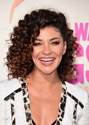 Jessica Szohr looked fun and flirty with her tight curls at the premiere of 'War Dogs.'