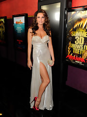 Kelly showed off her sexy stems in a high-slit evening gown with ravishing red satin pumps.