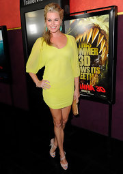 Actress Rebecca Romijn attended the premiere of 'Pirhana 3D' wearing a Sertao ring.