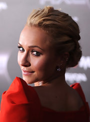 Hayden Panettiere teamed her pinned back bun with elegant diamond drop earrings. They were an elegant choice for the red carpet affair.