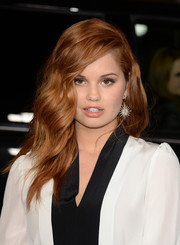 Debby Ryan topped off her ensemble with a pair of star-shaped dangling earrings by Bochic.