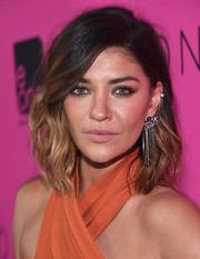 Jessica Szohr accessorized with an eye-catching dangling chain earring.