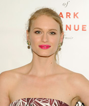 Leven Rambin's pout totally popped thanks to that dazzling pink lipstick.