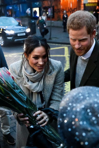 More Pics of Meghan Markle Crewneck Sweater (4 of 89) - Tops Lookbook - StyleBistro [event,harry,meghan markle,visit reprezent,people,well-wishers,training programme,knife crime,england,visit,rise]