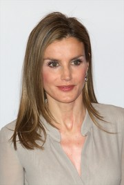 Princess Letizia wore her hair down in sleek layers during the Fashion National Awards.