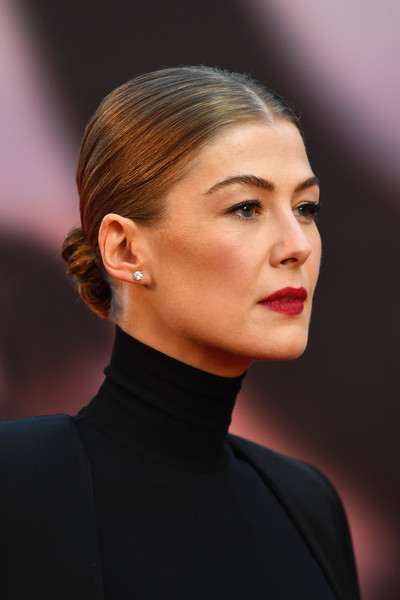 Rosamund Pike kept it classic with this sleek center-parted bun at the European premiere of 'A Private War.'