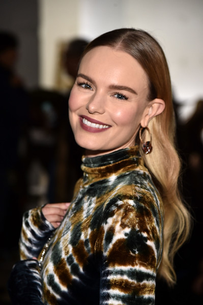 More Pics of Kate Bosworth Chain Strap Bag (2 of 10) - Kate Bosworth Lookbook - StyleBistro [hair,hairstyle,fashion,beauty,lip,smile,brown hair,long hair,dress,black hair,kate bosworth,front row,wall street,new york city,proenza schouler,new york fashion week]