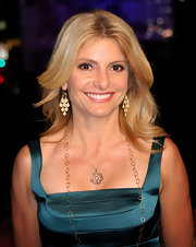 Lisa Bloom added sparkle with these gold chandelier earrings.  A nice touch!