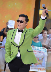 Psy looked retro fab in this green nacket with black piping.