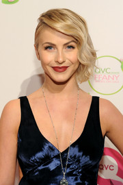 Julianne Hough was beautifully coiffed with a side-swept finger-wave 'do at the FFANY Shoes on Sale event.