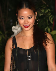 Jamie completed her black and gold ensemble with a long chain necklace featuring a round black and gold pendant.