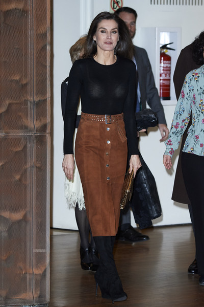 More Pics of Queen Letizia of Spain Medium Straight Cut (4 of 32) - Queen Letizia of Spain Lookbook - StyleBistro [clothing,fashion,footwear,leather,riding boot,waist,leg,textile,outerwear,crop top,letizia,por un enfoque integral,spain attends a cancer forum,cancer,madrid,spain,caixaforum]