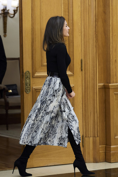 Queen Letizia of Spain Over the Knee Boots [letizia,audiences,audiences,clothing,black,tights,footwear,fashion,lady,leg,dress,waist,high heels,spain,zarzuela palace,madrid]