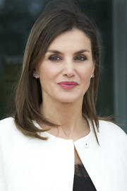 Queen Letizia of Spain wore her hair in a simple mid-length bob during her visit to the UME Military Center.