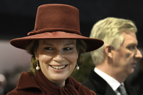 Queen Mathilde of Belgium Pearl Drop Earrings [battle of the bulge,hat,fedora,headgear,fashion accessory,cowboy hat,smile,sun hat,mathilde,philippe of belgium,anniversary remembrance ceremony in bastogne,belgium,bastogne,remembrance ceremony]