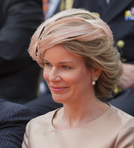 Queen Mathilde of Belgium Fascinator [hair,hairstyle,face,beauty,blond,chin,long hair,hair accessory,headgear,fashion accessory,mathilde of belgium,maastricht,the kingdom of the netherlands,kingdom,the netherlands,the netherlandson,celebrations,anniversary]