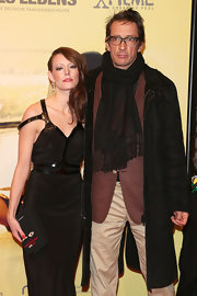 "At the Germany premiere of ""Quelle des Lebens,' Oskar Roehler wore an over sized black scarf."